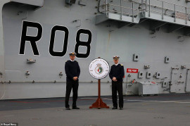 Fleet Commander Vadml Jerry Kyd Presents Queen Elizabeth S Co Capt Angus Essenhigh With The Fleet Flagship Crucifix On The Flight Deck Of The Carrier